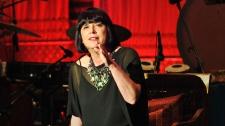 TED Talks Trân Trọng Tính Nữ Trong Bản Thân - Eve Ensler Con Người