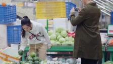 Câu Chuyện Cảm Động Nhất Đại gia Trừ Vi của chúng ta lần đầu đi chợ Trailer & Clips